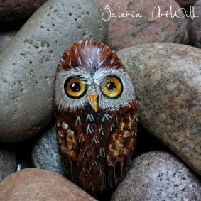 "Hand painted pebble ""Owl"""