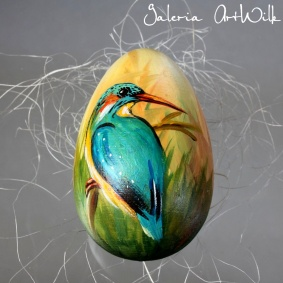 Wooden Easter egg with a kingfisher