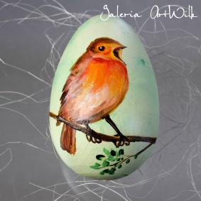 Wooden Easter egg with a robin