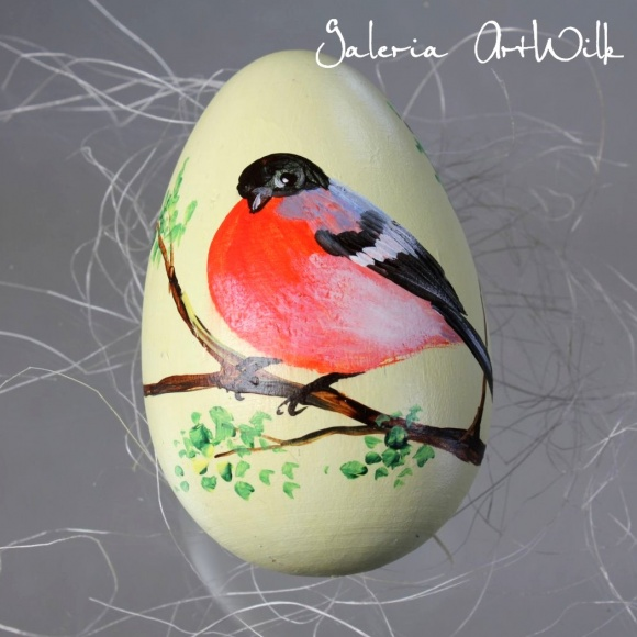 Wooden Easter egg with bullfinch