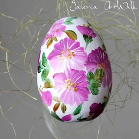 Wooden easter egg