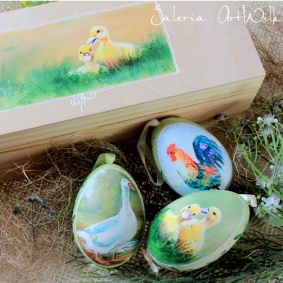 Collection of 3 goose easter eggs in wooden box