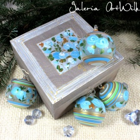 Collection of 4 glass balls in wooden box